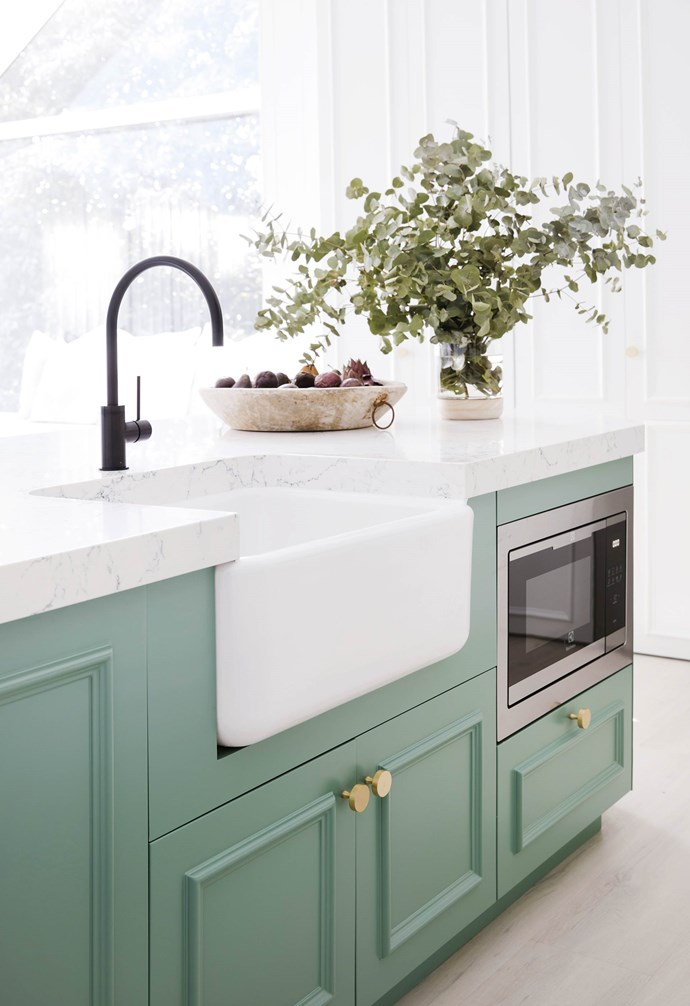 """**#kitchengoals** """"I think this might be my favourite kitchen of all our projects,"""" says Bonnie. A mix of traditional cabinetry and modern black accents is brought to life with a hit of fresh colour, complemented by a 'White Attica' [Caesarstone](http://caesarstone.com.au/