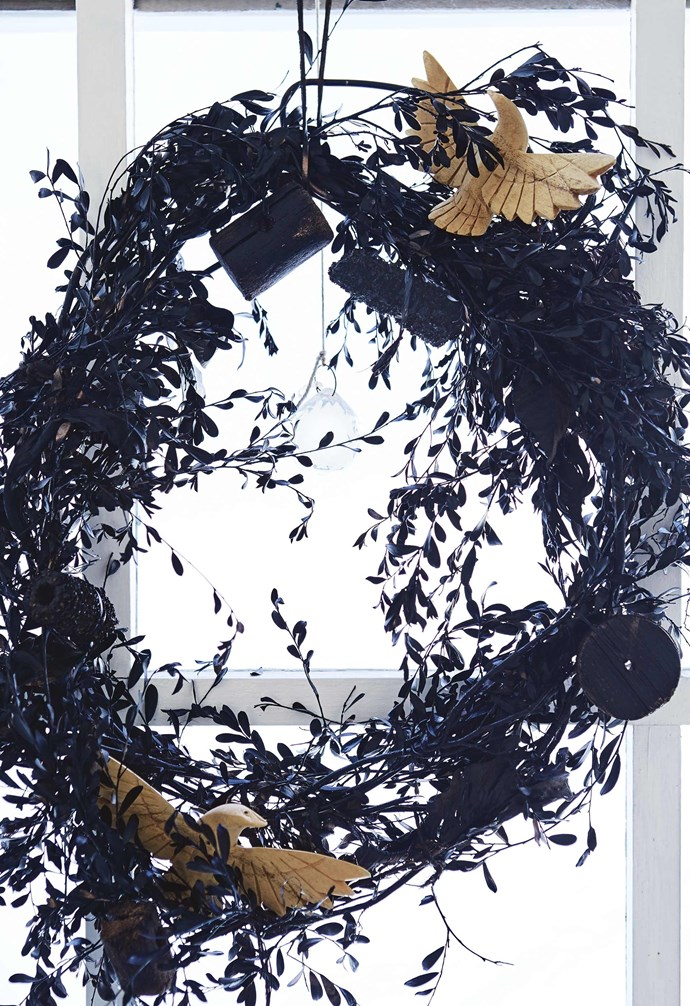 "**Customised wreath** [This wreath was made](https://www.homestolove.com.au/preview/australian-native-christmas-wreath-16632|target=""_blank"") by Shelley using native shrubbery that she found while walking in the veldt. To build up the texture, Shelley added bits of wood, old corks and a few pine cones also found on her walks through the forest and beach. She spray-painted the wreath in matt black and added hand-carved birds to give it a touch of whimsy. *Styling by Shelley Street 