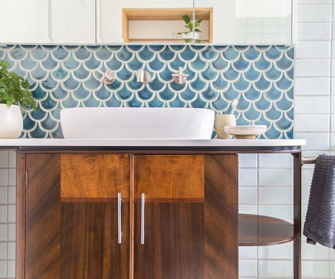 "**Material zone** A timber [vanity](https://www.homestolove.com.au/bathroom-vanity-ideas-5710|target=""_blank"") pairs well with white subway tiles and a small feature section of fish scale tiles. *Project: [Brave New Eco](http://www.braveneweco.com.au/