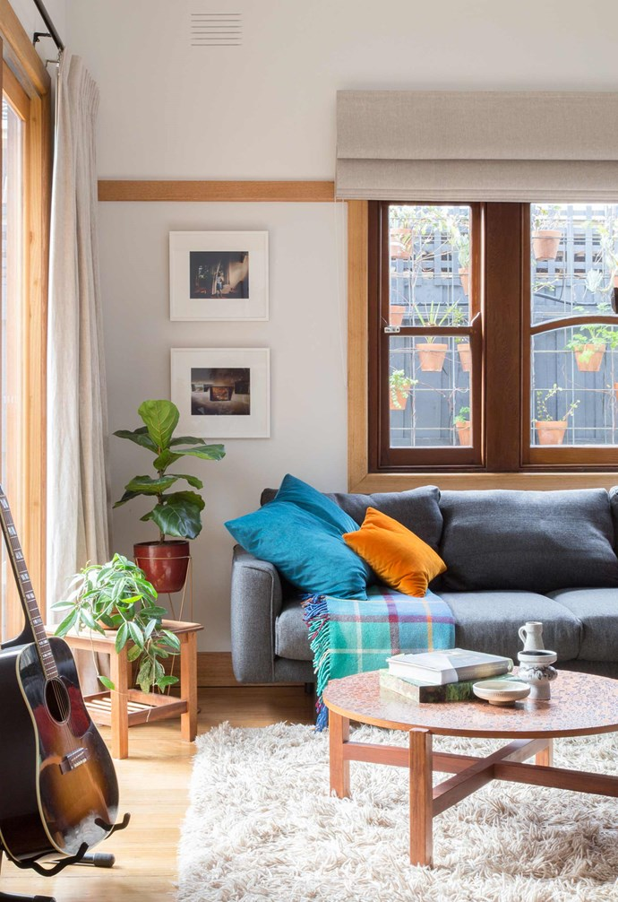 "**Simple palette** The overall palette in the home involves a range of rich textures and materials playing off of eachother. In this [living room](https://www.homestolove.com.au/20-best-open-plan-living-designs-17877|target=""_blank""), a thick and fluffy pile [rug](https://www.homestolove.com.au/stylish-rugs-to-sweep-you-off-your-feet-7130