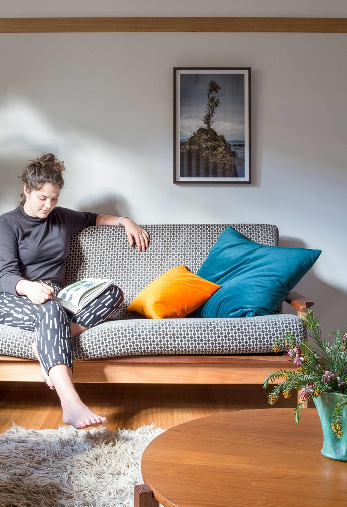 "**Lounge about** [Upholstered sofas](https://www.homestolove.com.au/4-simple-steps-to-choosing-the-right-sofa-16265|target=""_blank"") add textural depth to the living room. *Project: [Brave New Eco](http://www.braveneweco.com.au/