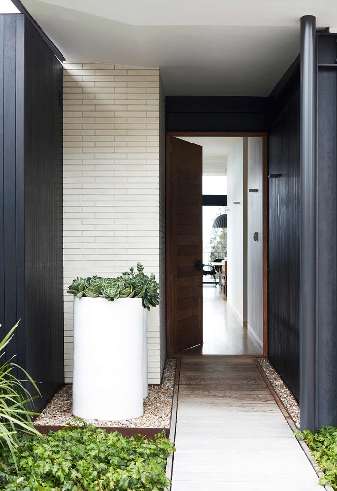 "**Entrance** A rich mix of materials create textural depth in the entryway. Bondi Planters in White Satin, [Robert Plumb](https://robertplumb.com.au/|target=""_blank""
