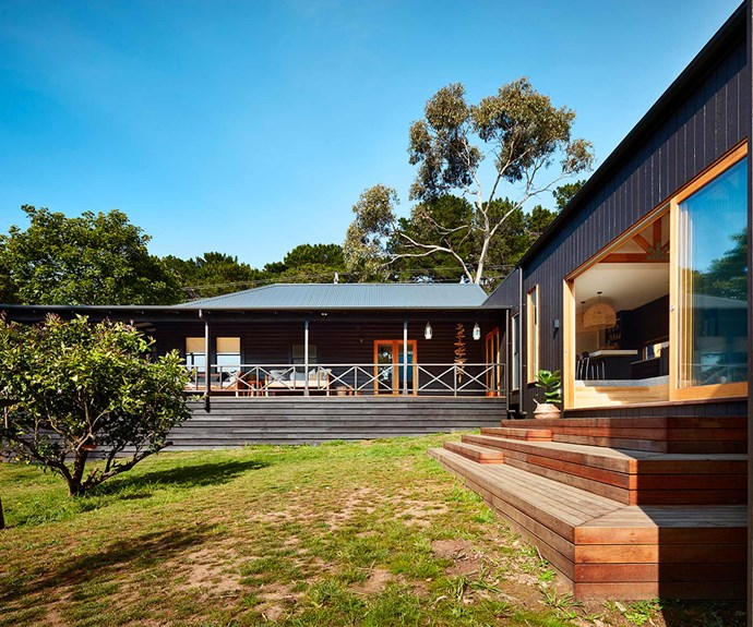 "**Entertaining** With ample natural surroundings to play and entertain in, the home is the perfect [family retreat](https://www.homestolove.com.au/salt-at-shoal-bay-holiday-home-19408|target=""_blank"").  *Design: [Bryant Alsop](https://www.bryantalsop.com.au/