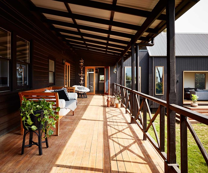 "**Entertaining** An extensive timber balcony is the perfect entertaining zone.  *Design: [Bryant Alsop](https://www.bryantalsop.com.au/|target=""_blank""