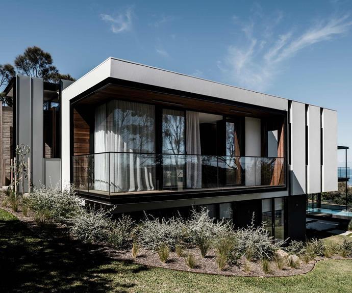 This modern coastal house maximises its natural light and stunning views