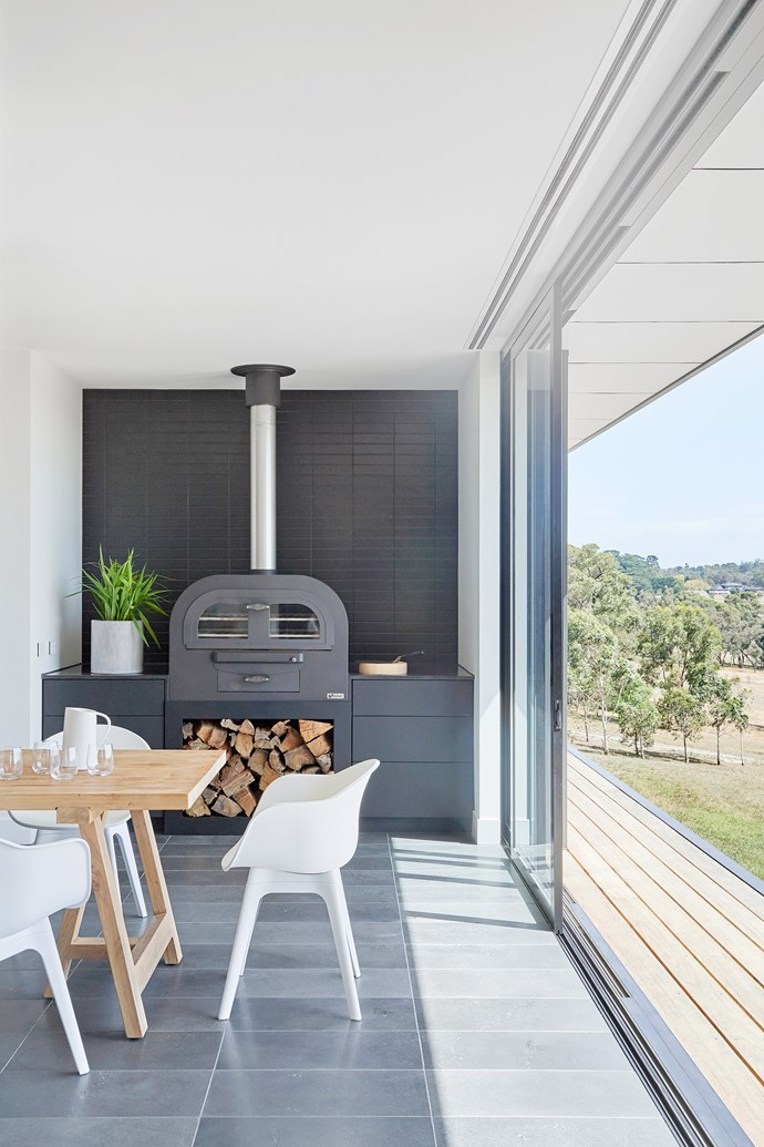 "Home builders and renovators are increasingly seeking out ways to dissolve the boundary between indoor and outdoor spaces. 'Alumiere' aluminium stacking doors available from [Stegbar](https://www.stegbar.com.au/alumiere|target=""_blank""