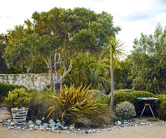 **Front garden** A 'tideline' made up of shells, beach glass and pottery flows through the front of the garden, giving the appearance of having been washed up by the ocean.