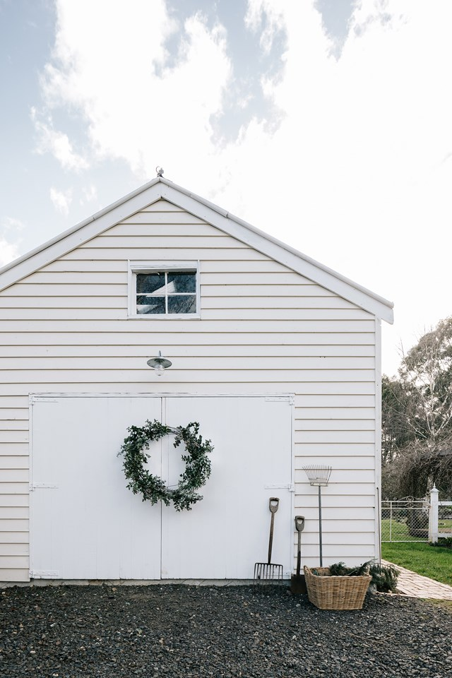 "Stylist Lynda Gardener hosts a family Christmas event with a cool vintage twist in an old work shed she's transformed into a venue called [The Barn on her property](https://www.homestolove.com.au/federation-era-cottage-trentham-19487|target=""_blank"") in the beautiful Victorian town of Trentham."