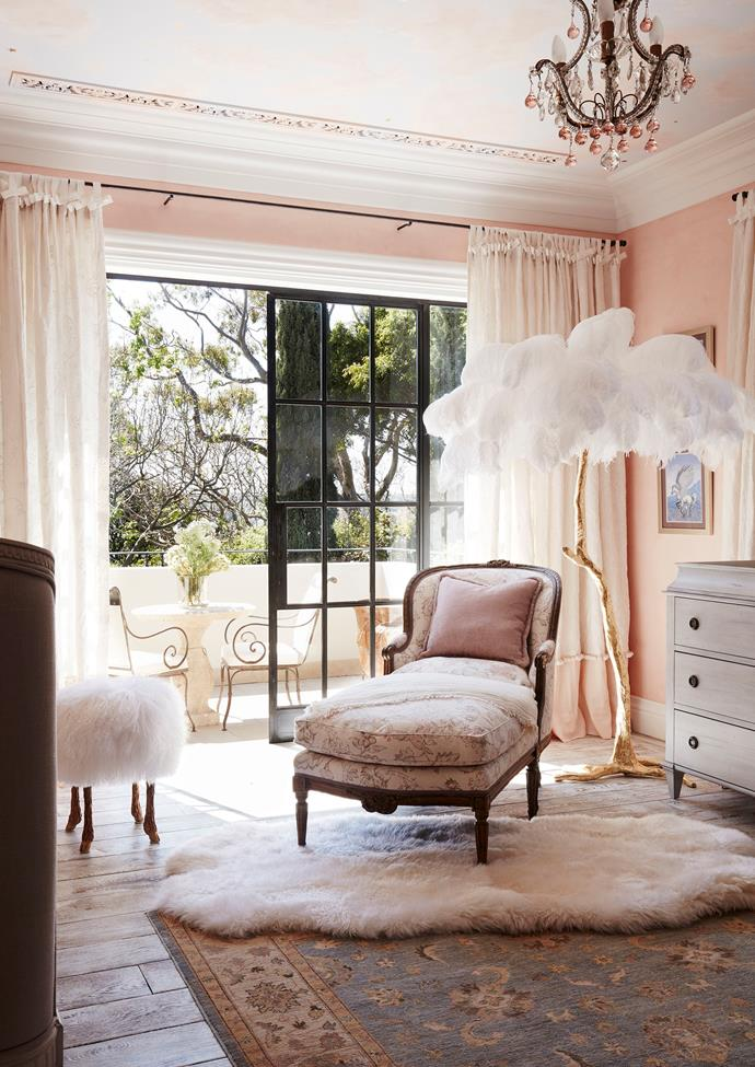"Awash with whimsy, the French provincial inspired kids' room in an [Italianate Sydney mansion](https://www.homestolove.com.au/italianate-mansion-in-sydney-by-dylan-farrell-design-5343|target=""_blank"") was created by Dylan Farrell and Thomas Hamel & Associates. White feathers and fur come alive against the peach palette. *Photo: Prue Ruscoe 