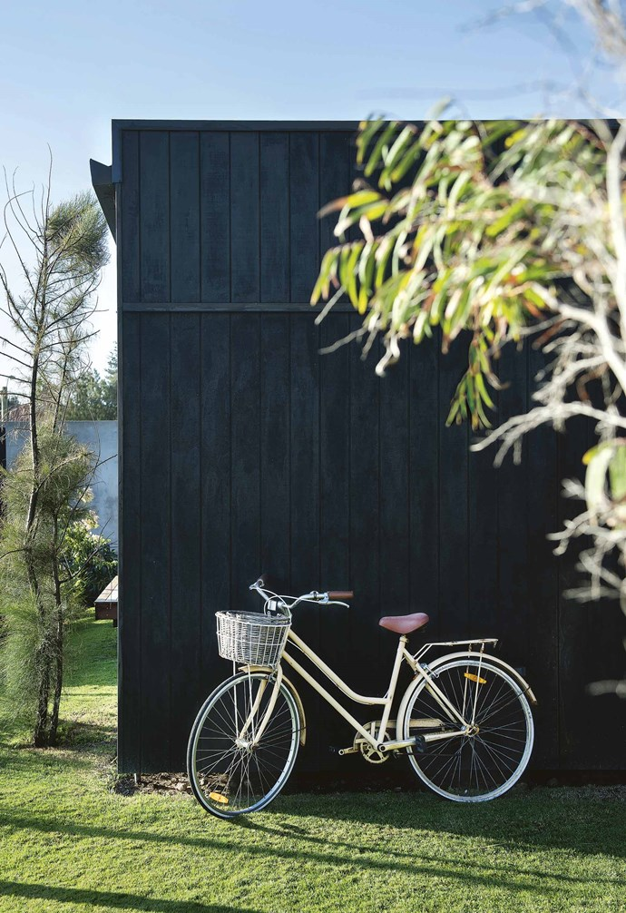 """Malvina Stone had barely been in Perth for two weeks when she met her husband, Malcolm, at a mutual friend's birthday party. """"He was late – that's standard for Malcolm,"""" says Malvina. """"But we've been together ever since!""""<br><br>**Exterior** Malvina and Malcolm stained the pods' timber cladding in [Porter's Paints](https://www.porterspaints.com/