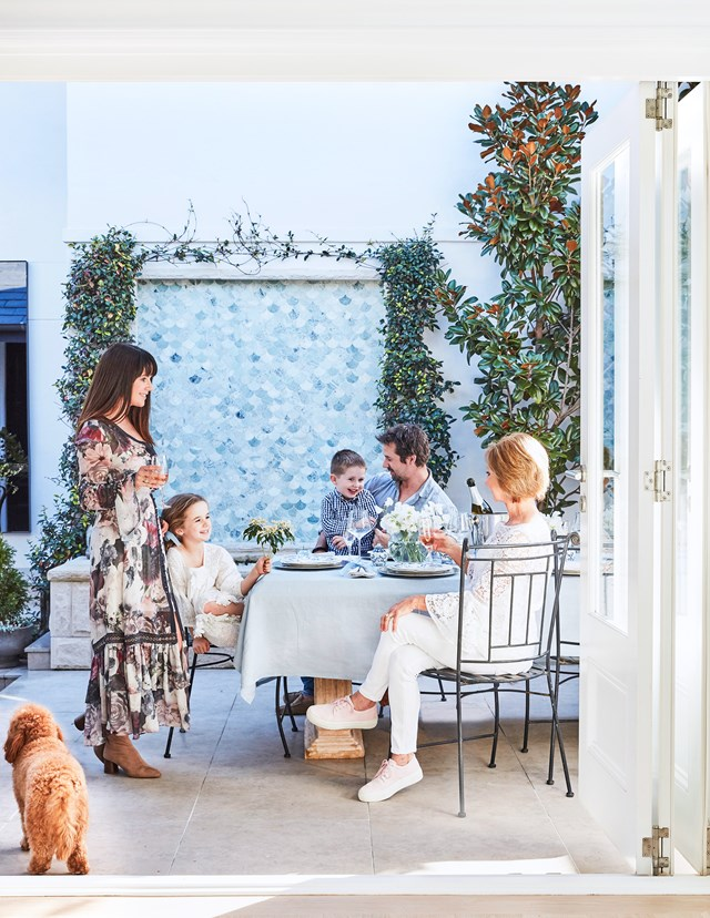 """During the renovation of their three-bedroom 1920s [brick beach cottage](https://www.homestolove.com.au/brick-beach-cottage-19498 target=""""_blank""""), the owners enlisted the expertise of landscaper Adam Robinson to create a series of zones in their garden. This porcelain paved entertaining zone is unsurprisingly the most used for family gatherings."""