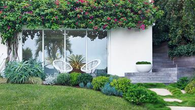 A coastal home's luscious front garden design
