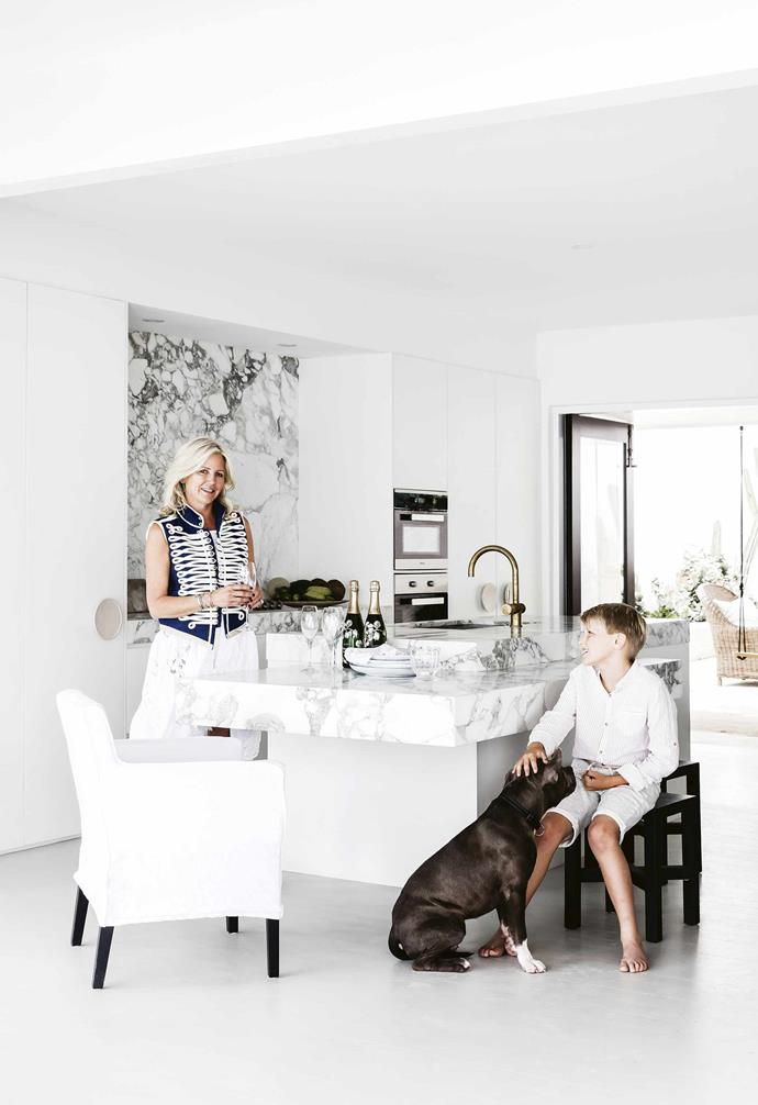 """The festivities start during the day to make the most of their holiday house's proximity to Sydney's Bungan Beach and carry on into the evening. """"My family or my husband's family come up for Christmas lunch and dinner,"""" says Anna. """"The kids will be running up and down from the beach and jumping in the [pool](https://www.homestolove.com.au/15-of-the-best-backyard-pools-17823