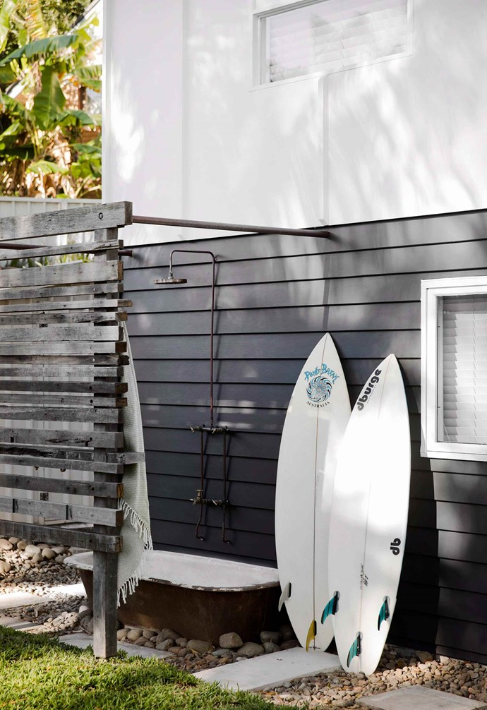 In this outdoor shower a privacy screen stands opposite the shower, and an old bathtub allows for taking outdoor relaxation to the next level. *Photography: Chris Warnes | Australian House & Garden*.