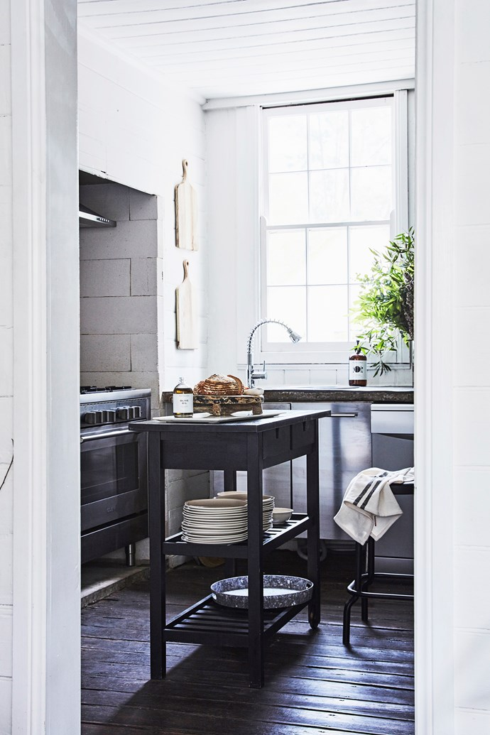 At this time of year, Lisa can be found in the kitchen, making the most of the afternoon sunlight that comes through the window. The Ikea island creates extra bench space – perfect for festive food prep.