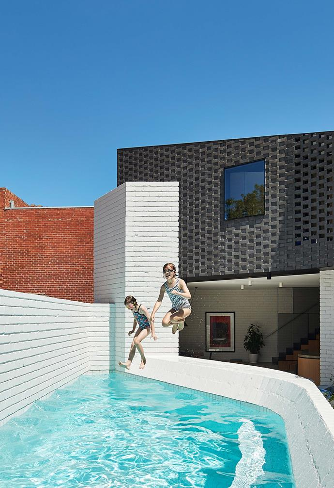 "The limited space available in [this compact backyard](https://www.homestolove.com.au/small-space-pool-design-6461|target=""_blank"") didn't deter the owners from creatively installing a swimming pool anyway. *Photography: Peter Bennetts / real living*."