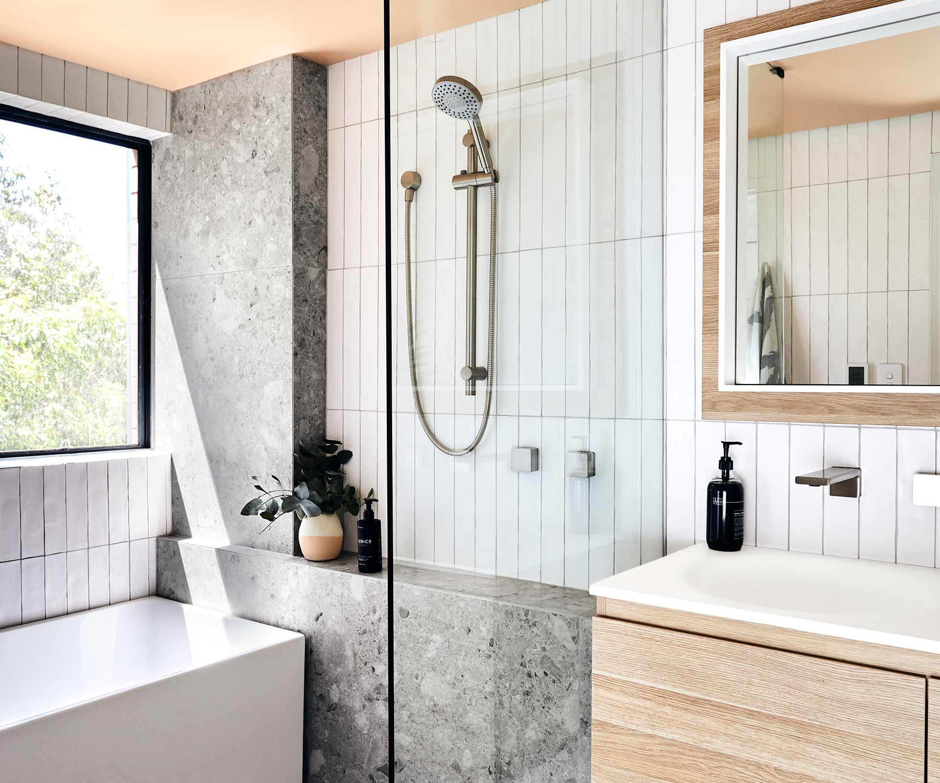 Apartment bathroom renovation: 5 tips to know