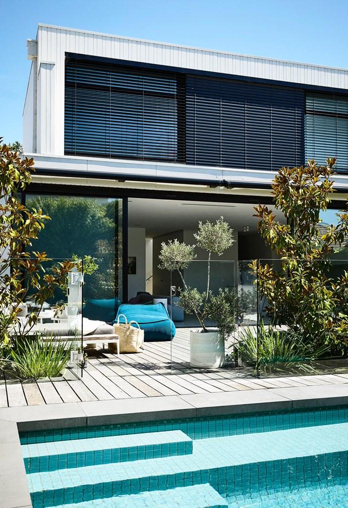 "Gloster 'Grid' outdoor sofa [Cosh Living](https://coshliving.com.au/|target=""_blank""|rel=""nofollow""). Paola Lenti 'Float' outdoor chair, [Dedece](http://dedece.com/|target=""_blank""|rel=""nofollow""). *Design: Davina Shinewell | Build: Team Build | Styling: Rachel Vigor | Photography: Derek Swalwell*."