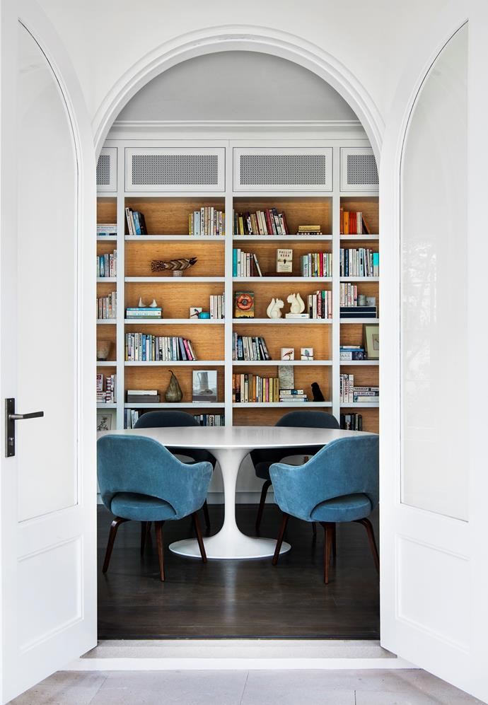 "An elegant archway frames the ultra-luxe home library in this [Sydney home](https://www.homestolove.com.au/mediterranean-inspired-sydney-harbour-house-5723|target=""_blank"") designed by Robert Weir, Giuseppe Alvaro and Briony Fitzgerald. *Photograph* Brigid Arnott. From *Belle* August/September 2017."