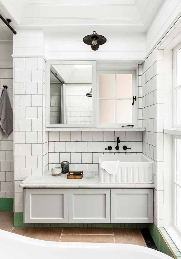 """The elegant master bathroom of this [Victorian-era abode](https://www.homestolove.com.au/contemporary-update-for-a-sydney-heritage-home-19571