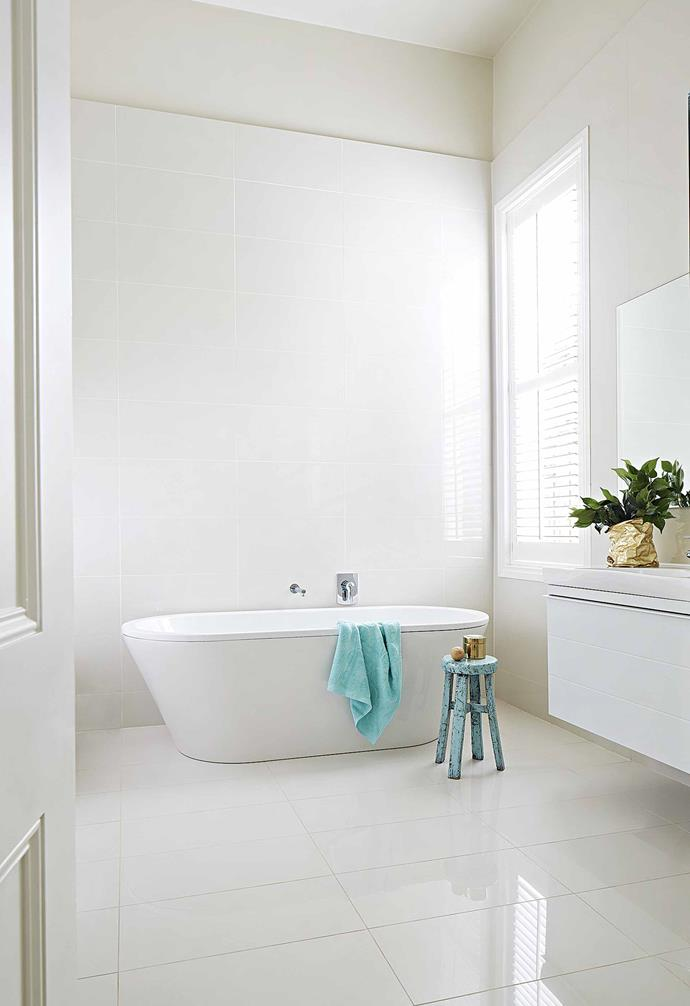 **Bathroom** This space continues the pale scheme, enhancing the natural light.