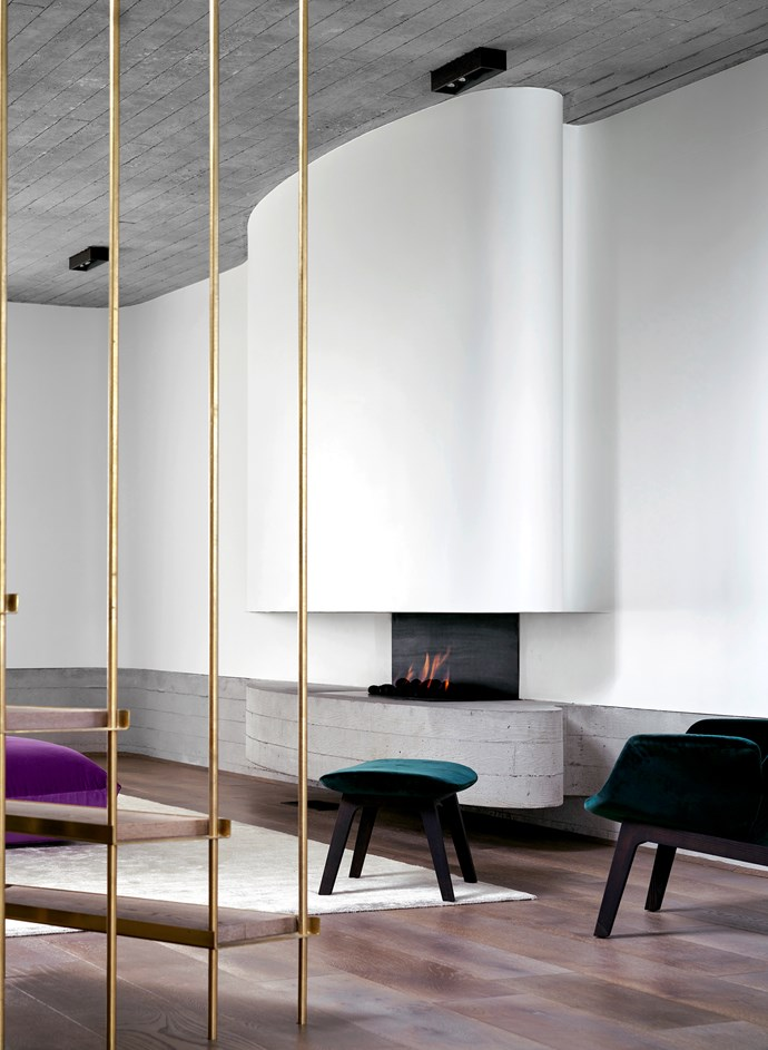 """Echoing the elliptical shapes through this Sydney home by [Luigi Rosselli and Alwill](https://www.homestolove.com.au/a-stacked-house-in-harmony-with-its-cliff-side-location-6943