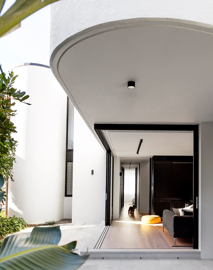 """Decus Interiors took cues from this Sydney home's [beachside location](https://www.homestolove.com.au/an-architectural-marvel-by-the-sea-2700