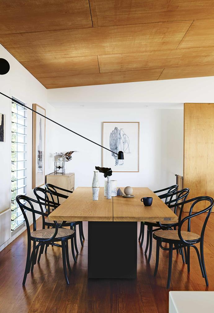 "The couple were attracted to the style of the home, which referenced the 1950s [weatherboard beach shacks](https://www.homestolove.com.au/eco-friendly-weatherboard-house-freshwater-17440|target=""_blank"") in the area. ""However, the interiors and gardens weren't in keeping with the spirit of the house,"" they say. ""They were a different style.""<br><br>**Dining area** A [hoop-pine panelled ceiling](https://www.homestolove.com.au/shannon-vos-different-ceiling-types-and-why-they-work-15321