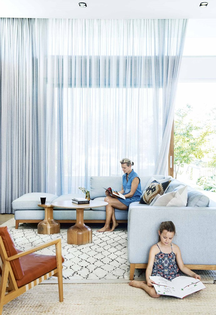 "**Sky high** In this [contemporary eco-friendly home in Perth](https://www.homestolove.com.au/contemporary-eco-friendly-home-perth-17078|target=""_blank"") the sheer curtains are recessed in the tall ceilings creating a dramatic effect. *Architecture: [Philippa Mowbray Architects](https://www.homestolove.com.au/kitchen-inspiration-13-of-the-best-island-benches-17943