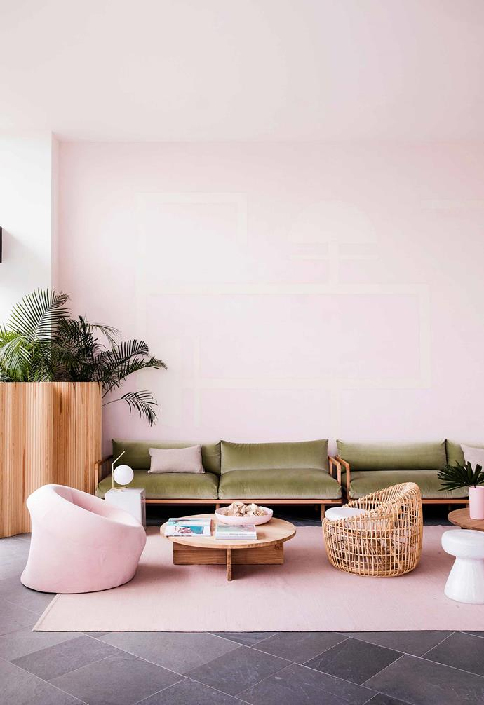 """Interior designer [Romy Alwill's](http://www.alwill.com.au/ target=""""_blank"""") collaboration with architect Tony Freeman on the refurbishment has brought the shades and shapes of the surrounding landscape indoors."""