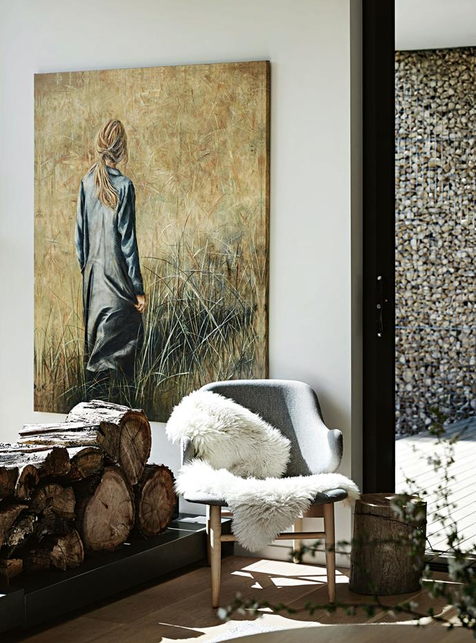 """For the interiors, Jeannie wanted a pared back, [monochromatic colour palette](https://www.homestolove.com.au/how-to-master-a-monochrome-decor-scheme-5867 target=""""_blank"""") of greys and white, with splashes of yellow """"to keep the focus on the outside"""", and lots of textures and tactile fabrics. The artwork is *A Good Day* by Erica Hopper."""
