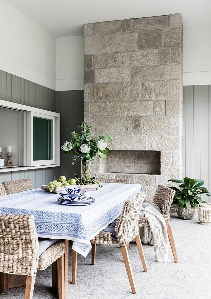 "Stacking windows are used in place of a splashback in the kitchen to create a servery to the outdoor dining area of this [coastal home in Sydney](https://www.homestolove.com.au/preview/coastal-style-an-airy-new-build-in-sydney-4577|target=""_blank"") *Photograph*: Maree Homer 