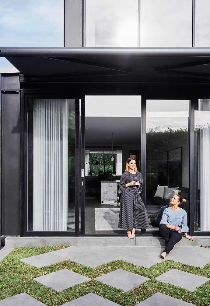 "Alisa and Lysandra's [renovation of a heritage home in Melbourne](https://www.homestolove.com.au/the-block-alisa-lysandra-albert-park-renovation-19416|target=""_blank"") features black steel-frame sliding doors."