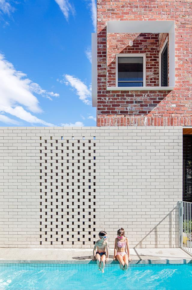 """A finalist in the Think Brick Awards, [this renovation by Clare Cousins Architects](https://www.homestolove.com.au/brick-statement-walls-19098 target=""""_blank"""") contrasts recycled red bricks with 'Chillingham White' bricks laid in a 'hit-and-miss' pattern."""