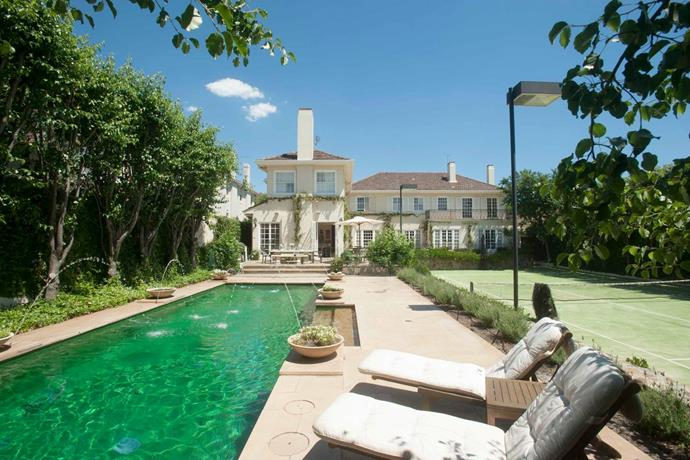"[Toorak, Melbourne](https://www.airbnb.com.au/rooms/22379019?guests=1&adults=1&s=O_ToS21B |target=""_blank""