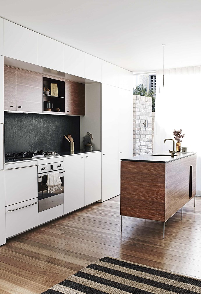 """**Stone wall** While marbles and granites are one of the more common materials used for kitchen splashbacks and [benchtops](https://www.homestolove.com.au/kitchen-benchtop-guide-19237 target=""""_blank""""), in this [newly built home in Balmain](https://www.homestolove.com.au/multigenerational-living-home-17001 target=""""_blank"""" rel=""""nofollow"""") slate was used instead. The slate adds a rich visual and tactile element to the heart of this home. *Design: [Benn + Penna](https://bennandpenna.com/ target=""""_blank"""" rel=""""nofollow"""")   Styling: Claire Delmar   Photography: Prue Ruscoe*."""