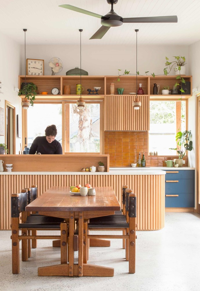 """**Colour complement** An [eco-friendly Melbourne bungalow](https://www.homestolove.com.au/eco-friendly-melbourne-bungalow-17260 target=""""_blank"""" rel=""""nofollow"""") focused on using recycled materials where possible, so the kitchen island and rangehood are clad in recycled messmate timber battens. Complementing the natural timber tones of the home, glossy amber subway tiles add a textural difference. *Design: [Brave New Eco](http://www.braveneweco.com.au/ target=""""_blank"""" rel=""""nofollow"""")   Build: [Geometrica](https://www.geometrica.com.au/ target=""""_blank"""" rel=""""nofollow"""")   Photography: Emma Byrnes*."""