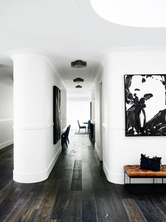 """Designer Greg Natale modified his love of bold colour and pattern to create a [classic home](https://www.homestolove.com.au/sydney-art-deco-home-by-interior-designer-greg-natale-4648