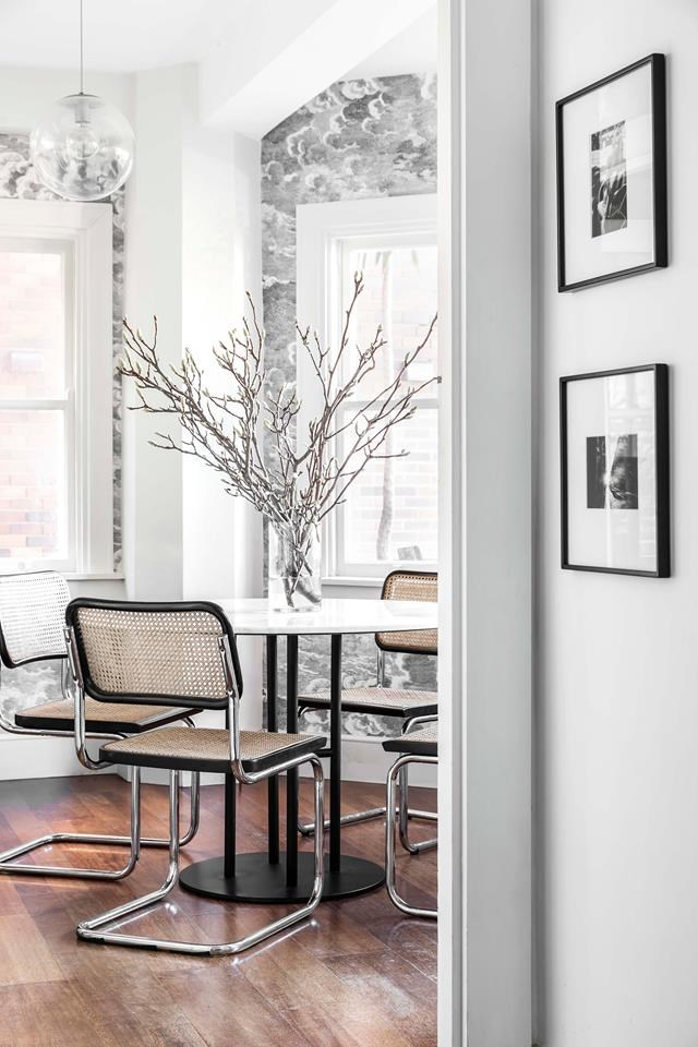 "Years spent living in New York have left their mark upon an interior designer [Jillian Dinkel's beachside home](https://www.homestolove.com.au/new-york-style-apartment-design-19392|target=""_blank""). *Photograph*: Pablo Veiga. From *Belle* November 2018."