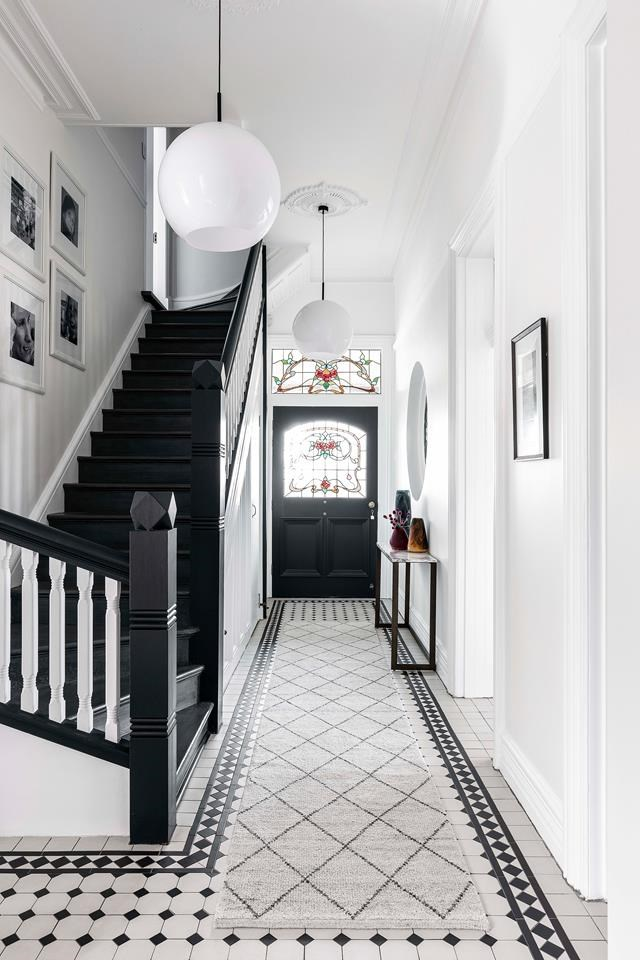 """Using crisp white, Sarah Marriott and Dani Hans of Sarah Jayne Studios and Liskowski Architects played up features such as the cornices, skirtings, leadlights, panelled doors and the staircase. The latter, juxtaposed with black-stained balustrades and risers, references the black and white-tiled flooring, in a [house that's full of light and dark contrasts](https://www.homestolove.com.au/updated-federation-home-with-charming-quirks-19094