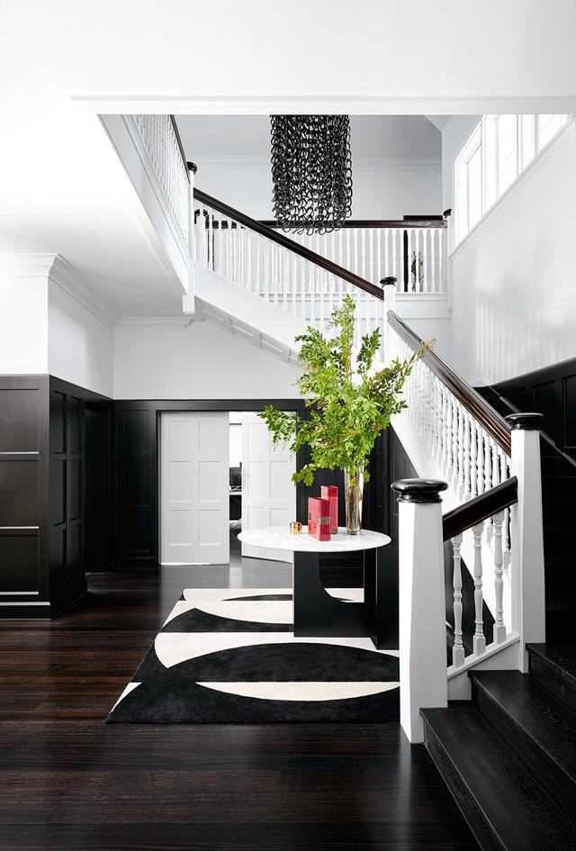 "SJB's chic [black and white design scheme](https://www.homestolove.com.au/monochromatic-home-melbourne-toorak-6270|target=""_blank"") for this Melbourne home, complete with bespoke fittings and luxe finishes, took it to another level of sophistication. *Photograph*: Lucas Allen. From *Belle* December/January 2017/18."