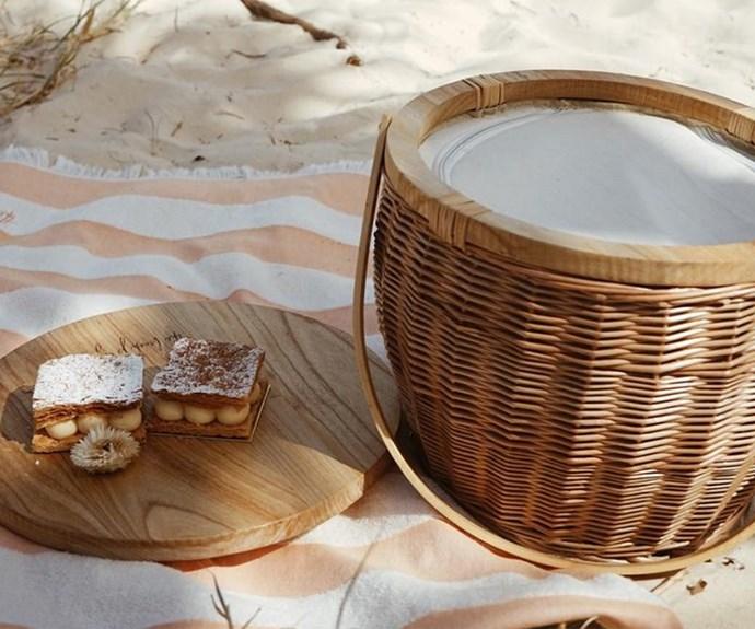 beach people picnic basket