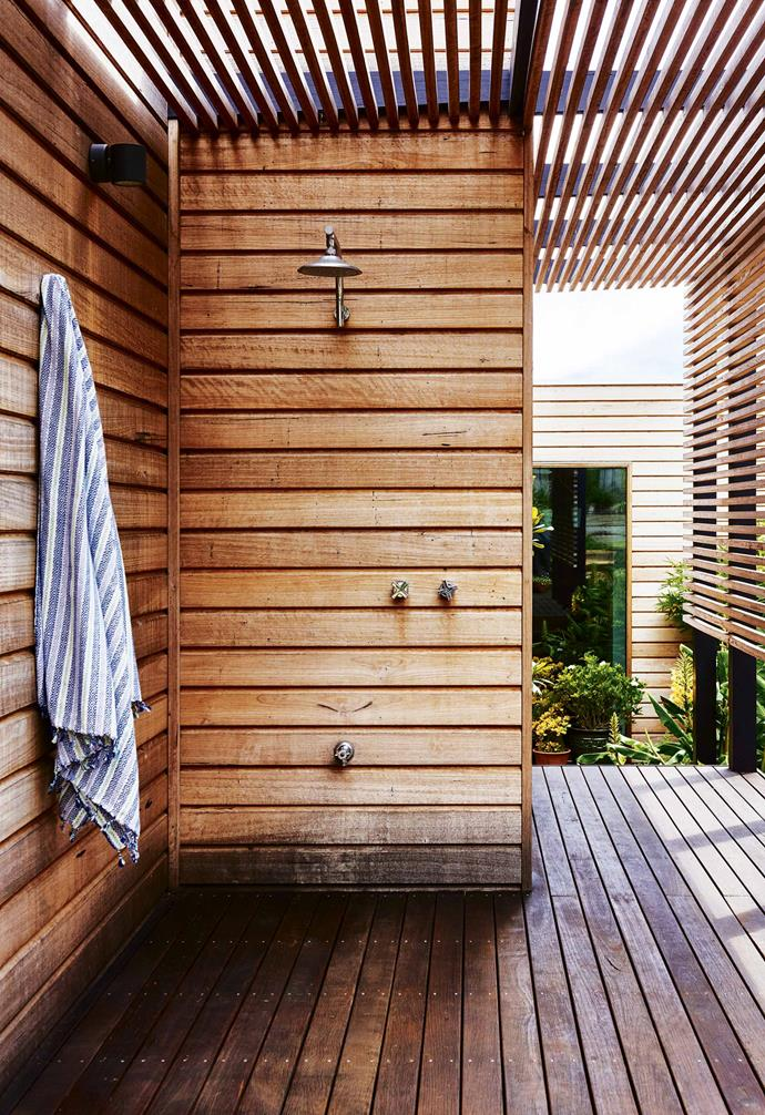 "The [outdoor shower](https://www.homestolove.com.au/outdoor-shower-ideas-19532|target=""_blank"") blends seamlessly into a walkway that heads toward the home's [main entry](https://www.homestolove.com.au/entryway-decorating-tips-14962