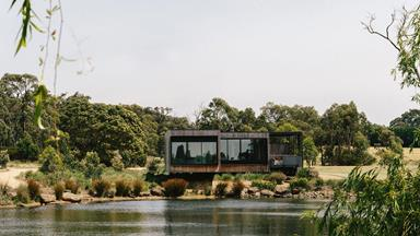 A lake house with modern design on the Mornington Peninsula