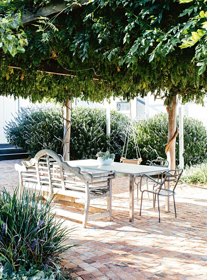 "The outdoor patio is shaded by an arbour covered in [climbing wisteria](https://www.homestolove.com.au/magnificent-qld-garden-abloom-with-wisteria-and-rambling-roses-13978|target=""_blank""). Peter and Hannah are looking forward to getting out more as Clementine grows. ""I love to cook but I really love to eat out,"" Hannah says. ""Everyone's into their food here in Mudgee and we really hope Minnie shares that passion — it's so much fun!"""