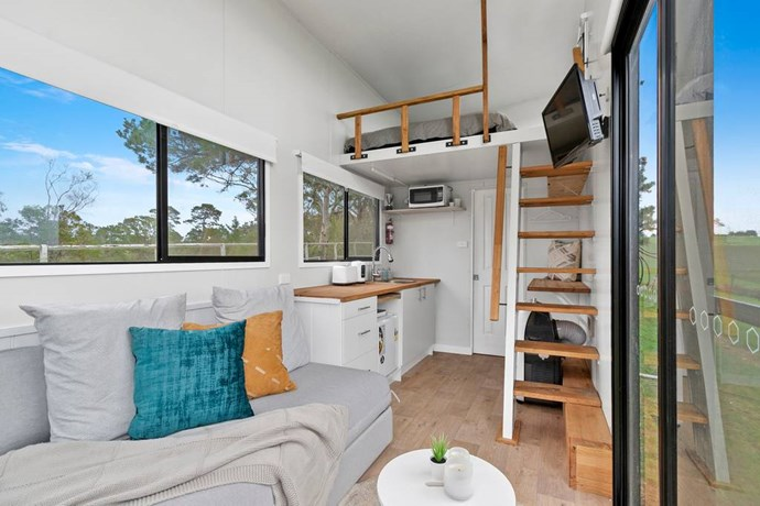 """**BIG TINY, JINDERA, NSW**<P> <P>On a sprawling 500-acre property 10 minutes from Albury in the Riverina Murray region, this tiny home has a fresh, modern interior and an efficient set up with microwave, bar fridge, loft bed and sleek bathroom. For animal lovers there's a [menagerie of animals](https://www.homestolove.com.au/rural-homes-with-animals-19599