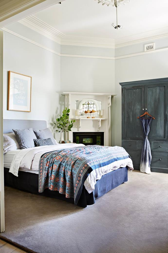 "This owners lapped up the chance to [restore an original Federation villa](https://www.homestolove.com.au/federation-villa-enters-the-21st-century-3470|target=""_blank"") and they're now enjoying the many rewards. A coat of Porter's Milk Paint in Shaker Blue gave a plain old cabinet a fresh new look. *Photograph*: Armelle Habib 