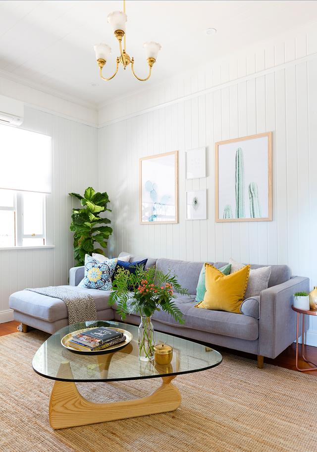 "Experienced renovators Giacinta and Mitchell fell in love with this [rundown Federation home](https://www.homestolove.com.au/a-live-in-renovation-of-a-federation-queenslander-4894|target=""_blank"") at first glance. Light walls, soft window furnishings and the use of natural materials help to capture the light. *Photography*: Eloise Van Riet-Gray"