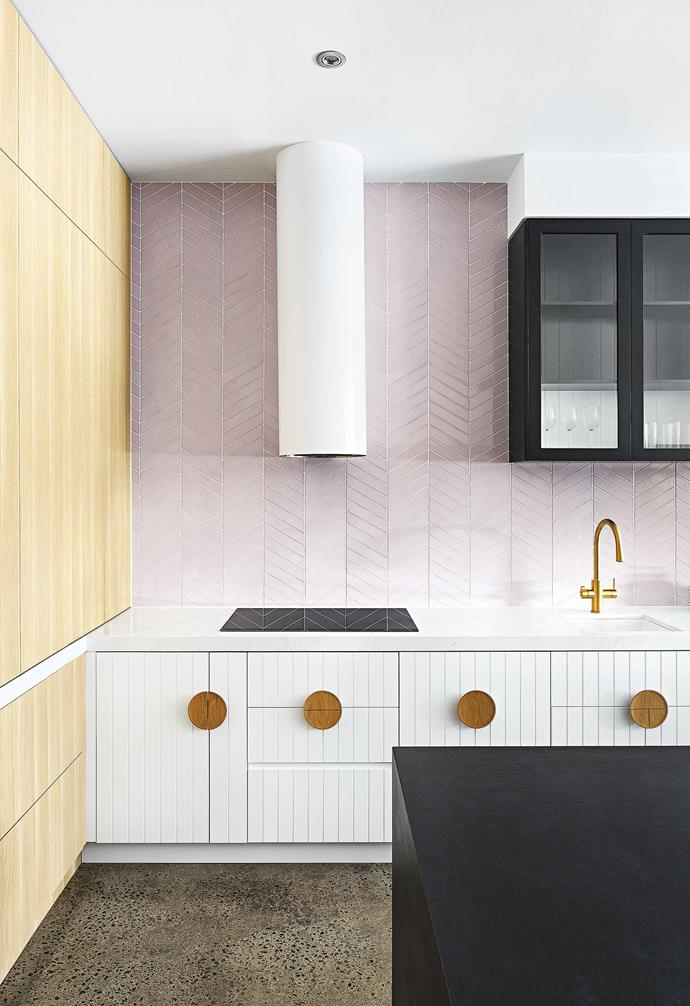 "**Make it shine** The right statement tap can balance an entire kitchen palette, as seen in this design by GIA Bathrooms & Kitchens. *Design: [GIA Bathrooms & Kitchens](https://www.giarenovations.com.au/|target=""_blank""