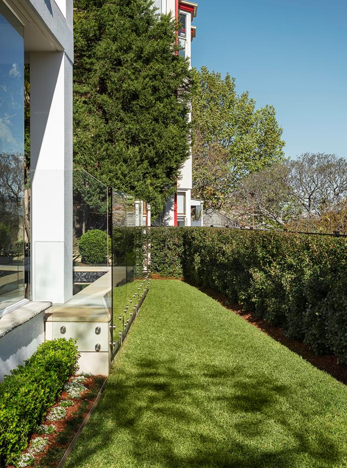"The lawn on the harbourside of a garden designed by Joanne Green and Rory Green. This space features lilly pilly and Japanese box hedges, dwarf mondo grass and sweet alyssum. From the *[Belle Australian Landscape Designers](https://www.homestolove.com.au/belle-australian-landscape-designers-book-19878|target=""_blank"")* book."